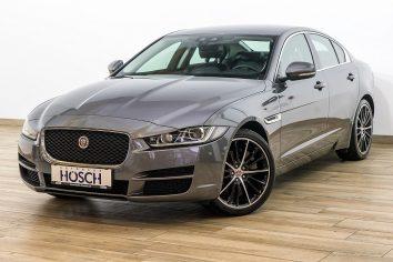 Jaguar XE Prestige 20d AWD Aut. Xenon/Navi/19Zoll/ ++ LP 59.692,-€ bei Autohaus Hösch GmbH in
